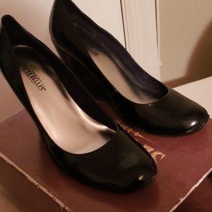 Stroke of Genius by Seychelles Patent Leather Heel